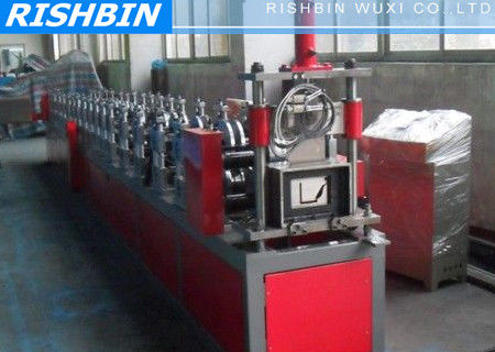 China Aluminum Mobile Seamless Gutter Forming Machine With Urethane Power Drive System supplier